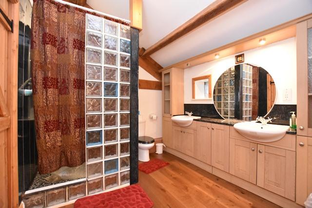 En suite for Bedroom 3